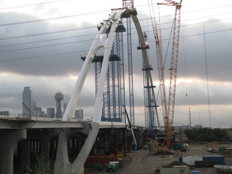 Santiago Calatrava Tops Out on Dallas' Margaret McDermott Bridge, © Santiago Calatrava