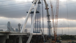 Santiago Calatrava Tops Out on Dallas' Margaret McDermott Bridge