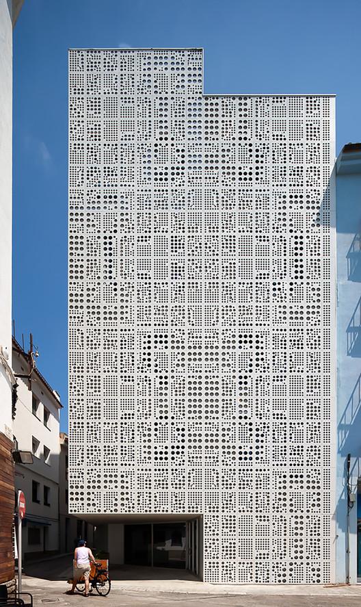 Equipamiento social en Roses / Exe arquitectura, © Simón García