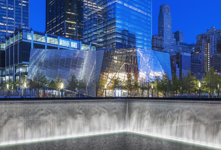 World Trade Center River Wall May Be Leaking, Snøhetta's entrance building, with one of Michael Arad's Memorial Fountains in the foreground. Image © Jeff Goldberg / ESTO