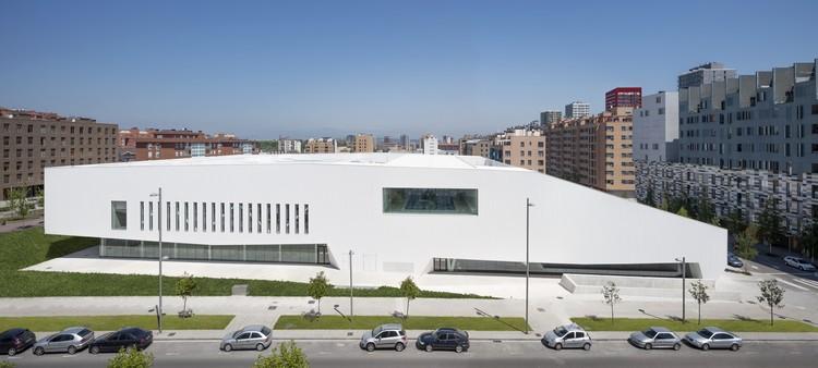 Centro Cívico Salburua / ACXT, © Aitor Ortiz