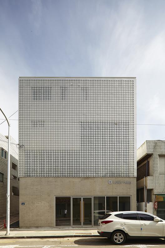 Lotus Haus / SMART ARCHITECTURE, © Moon Jung sik