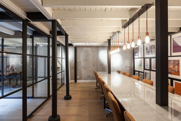 Oficina central Nedvest / Studio Aa + Petra van Roon, © Milad Pallesh
