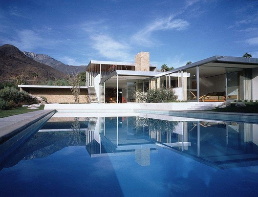 """Kaufmann House by Richard Neutra, 1947. Renovated by Leo Marmol, Marmol Radziner, the featured speaker at the """"Modernism"""" Symposium"""
