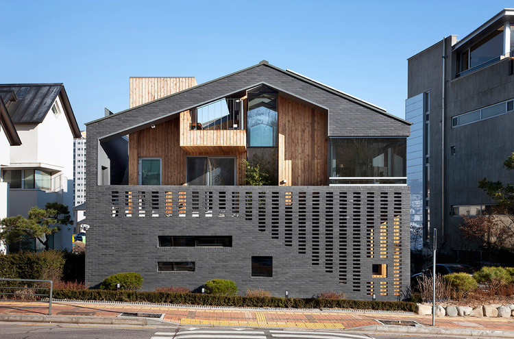 Kangaroo House / Hyunjoon Yoo Architects, © Youngchae Park