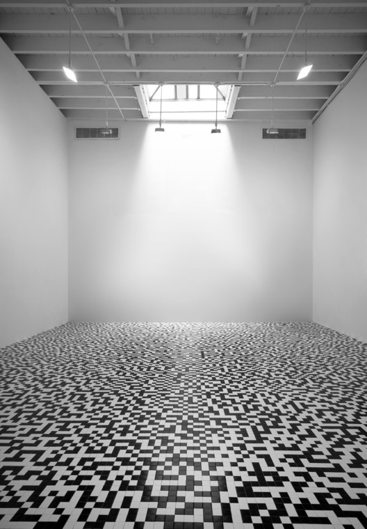 Tauba Auerbach, 50/50 Floor, 2008 (installation view); black and white tile, dimensions variable; Courtesy the artist; © Tauba Auerbach; photo: Deitch Projects