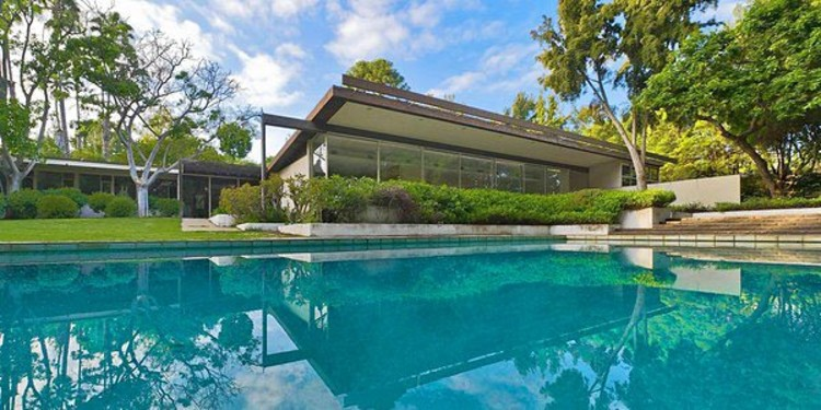 The Kronish House in Beverly Hills, California. From Mark Angeles via Unlimited Style