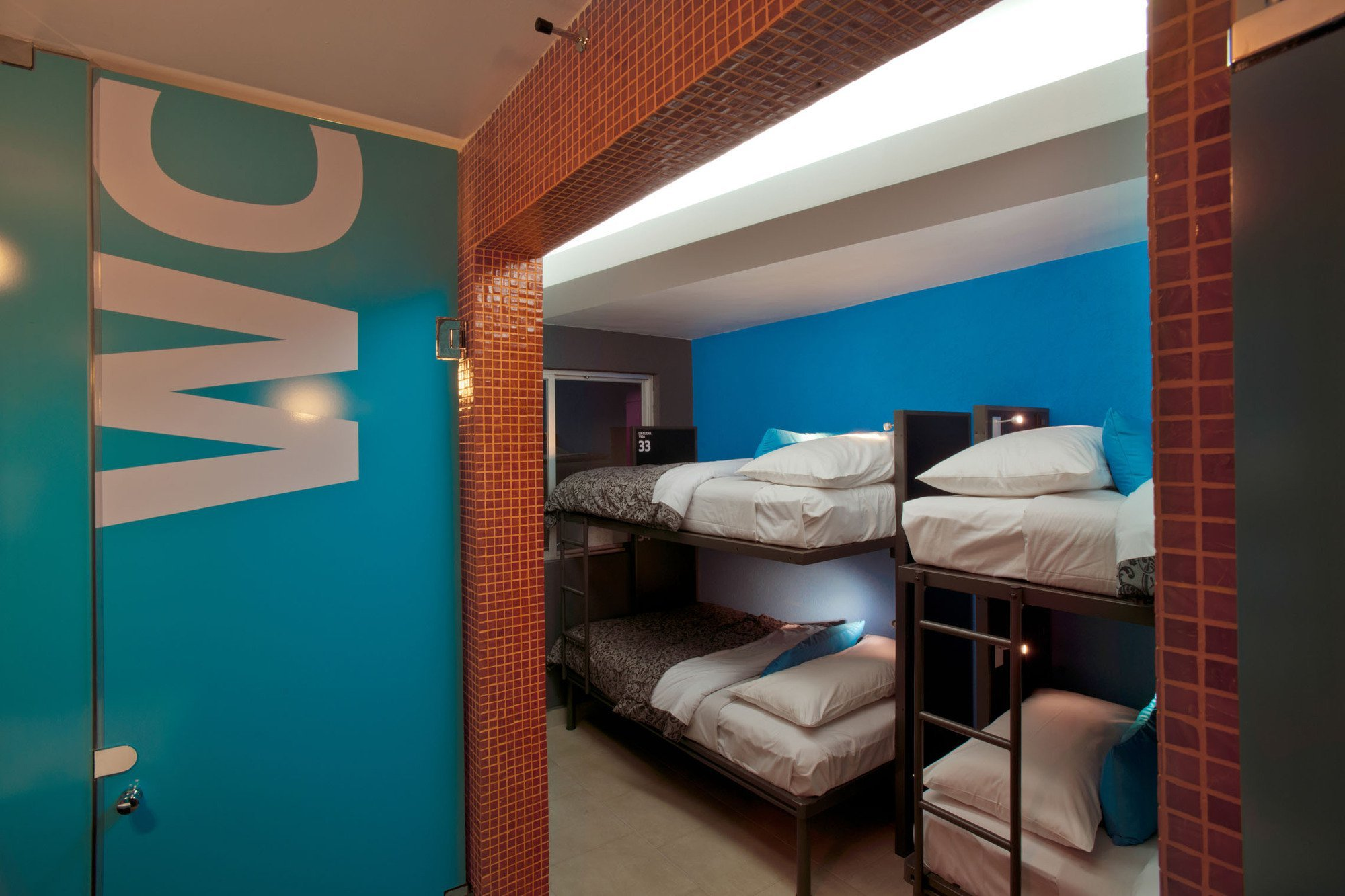 Gallery of hostel la buena vida arco arquitectura for Hostel room interior design ideas