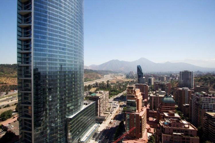 Torre Titanium, Santiago de Chile © Nico Saieh
