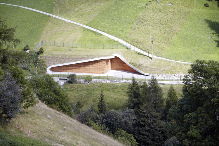 Cortesía de monovolume architecture + design