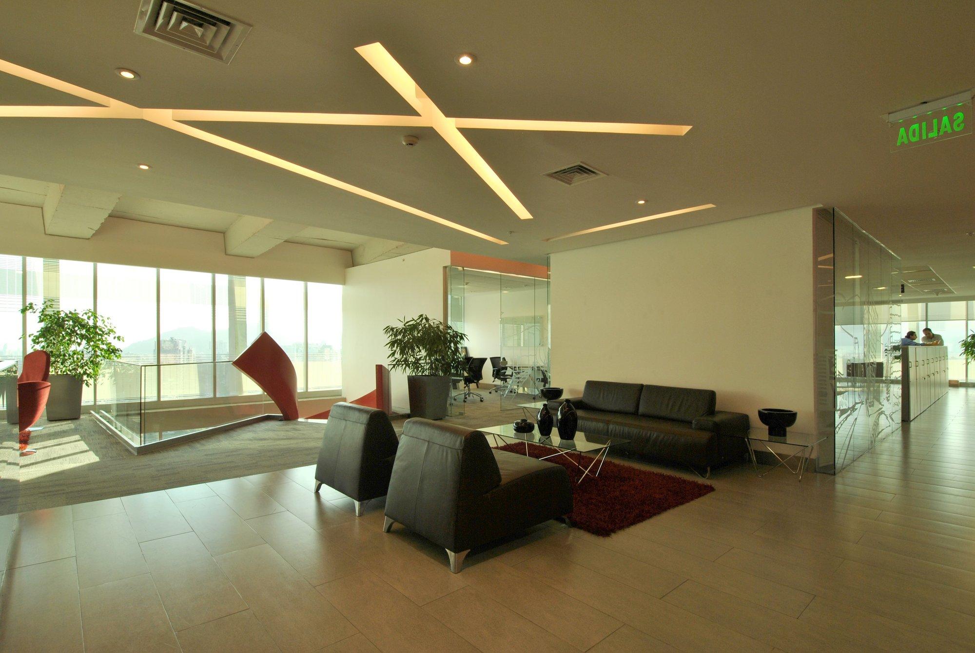 Galer a de proyecto iluminaci n oficinas pazcorp oriana for Iluminacion de oficinas