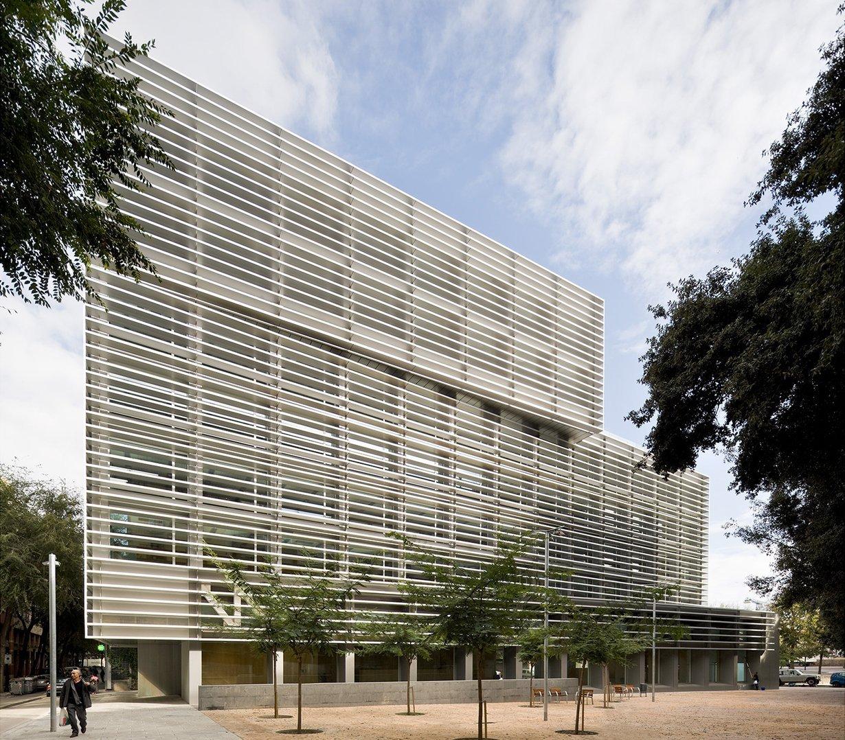 Galer a de edificio de oficinas de la tesorer a de la for Oficina de seguridad social en barcelona
