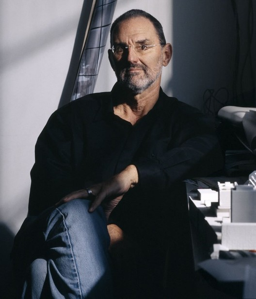 Thom Mayne, Premio Pritzker 2005, invitado internacional de la XVIII Bienal