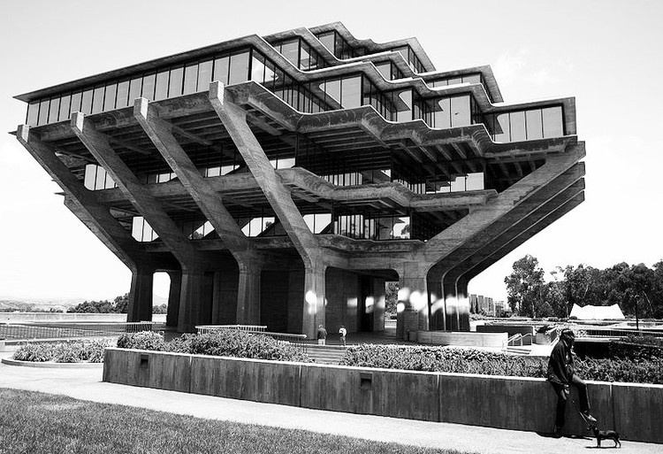 Geisel Library / William Pereira ©Wikipedia Commons