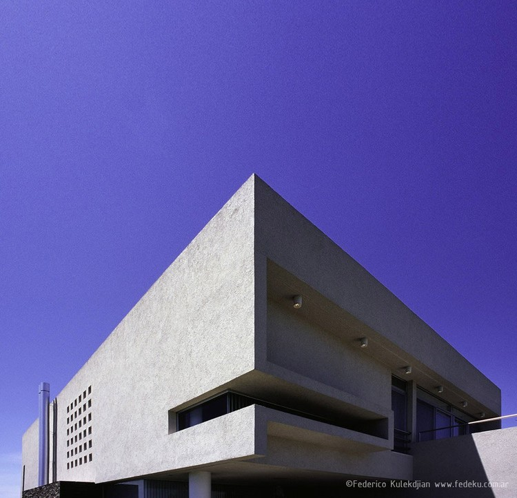 Casa en Santa Bárbara, Mariano Vitale Arquitecto Tigre, Provincia de Buenos Aires © Federico Kulekdjian