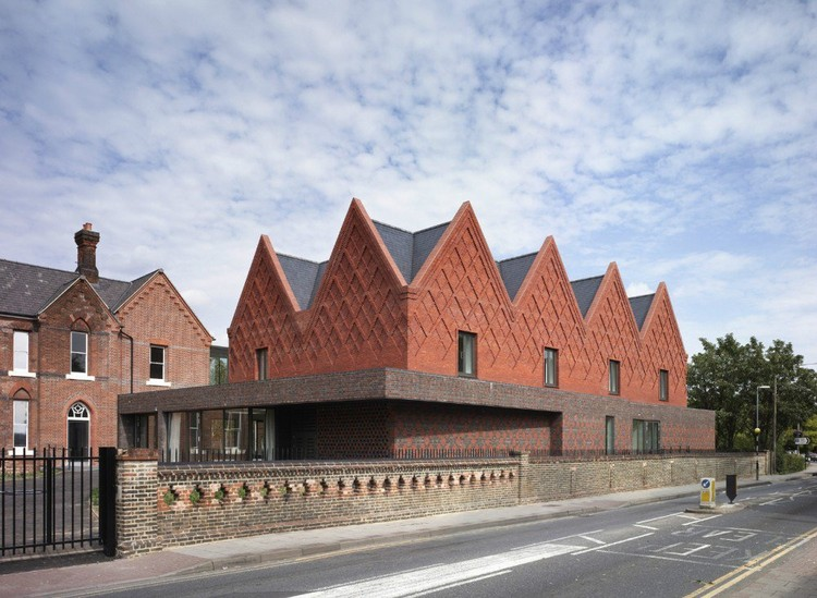 Brentwood School Sixth Form Centre & Assembly Hall por Cottrell & Vermeulen Architecture © Paul Riddell