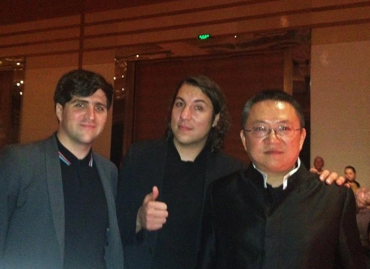 David Basulto y David Assael de Plataforma Arquitectura junto a Wang Shu