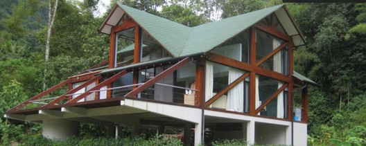 Residencia particular Mindo Ecuador, habitando el bosque húmedo. Arquitectos Mario Arias Salazar y Mario Arias López