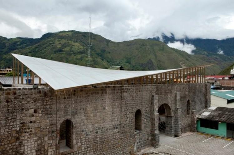Cubierta de la antigua iglesia de la Ciudad de Baños. Arquitectos Christian Xavier Brown y Paola Inés Meneses