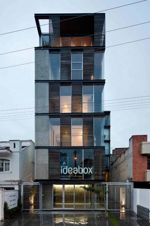 Edificio 03 98. Arquitectos: Joel Espinoza Carvajal y Santiago Espinoza Carvajal
