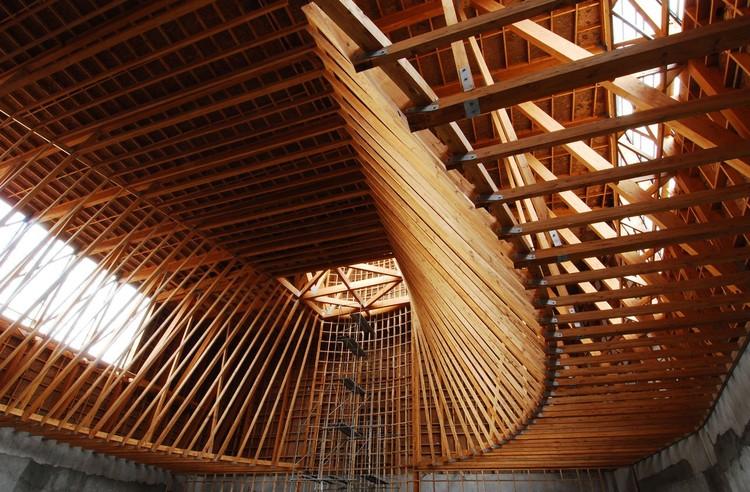 En detalle cortes constructivos estructuras de madera for Estructura arquitectura