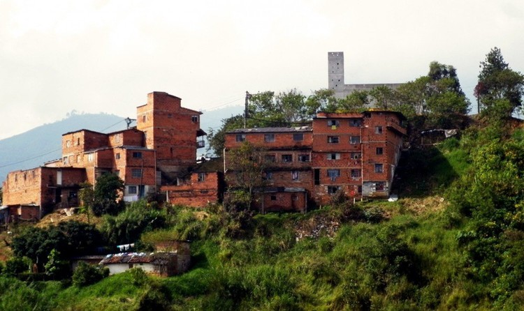 CAI Periférico Medellín / EDU