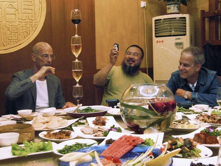 Jacques Herzog, Ai Weiwei y Pierre de Meuron © Cortesía de Serpentine Gallery