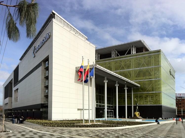 Centro deportivo y recreativo el cubo construcciones for Casa de diseno henry beltran