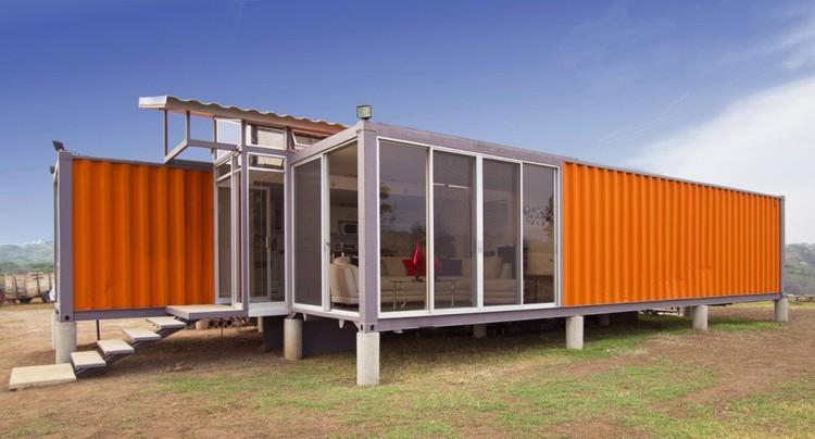 Containers de esperanza / Benjamín García Saxe Architecture