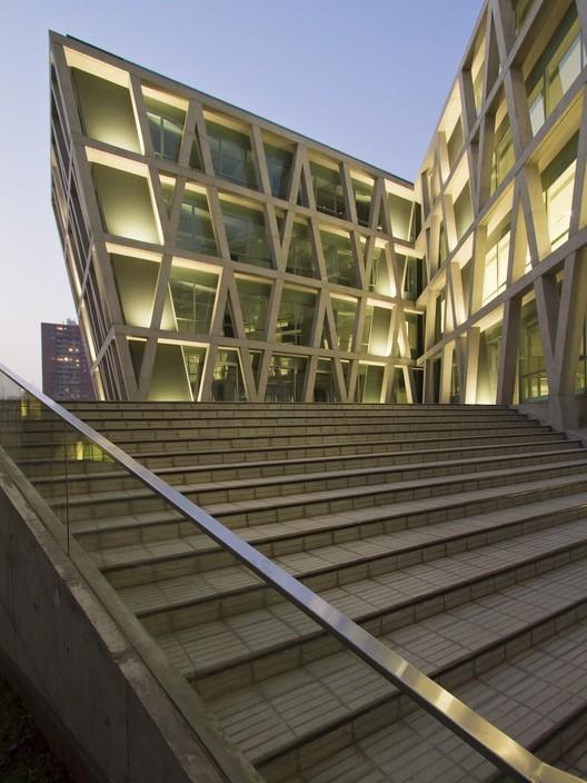 FEN Facultad Economía U. de Chile, Marsino Arquitectos Asociados - © Aryeh Kornfeld