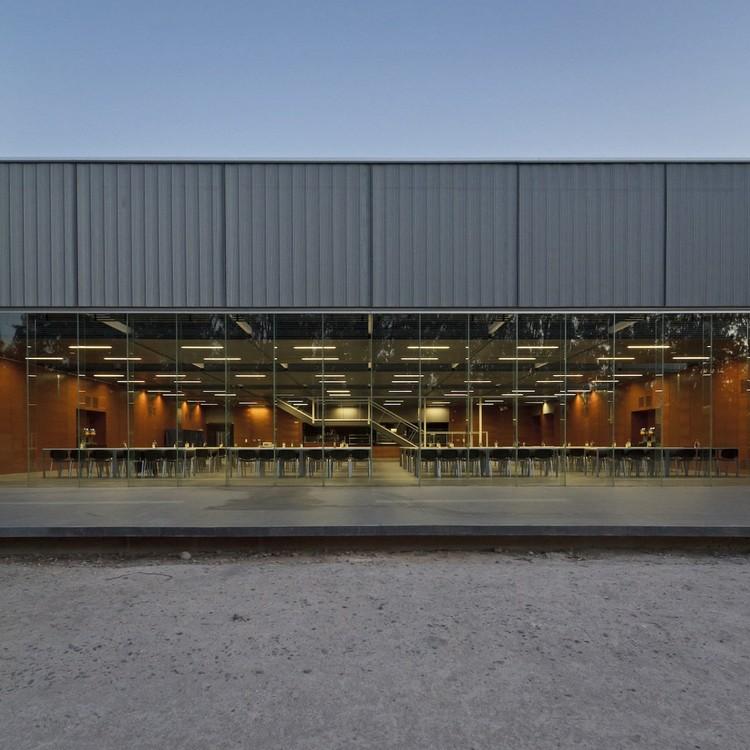DMS Iron Mountain, P+T arquitectos + 01ARQ, Lampa - © Aryeh Kornfeld