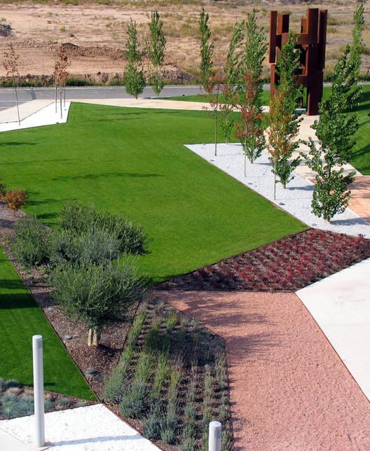 Jardines del museo w rth la rioja en agoncillo logro o dom arquitectura plataforma arquitectura - Jardines de azahar rioja ...