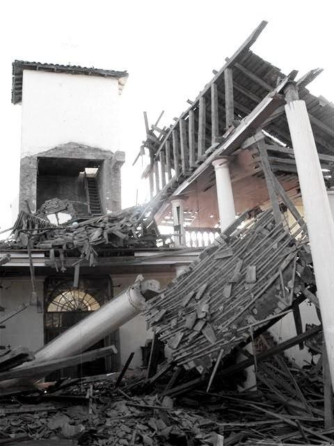 La Iglesia tras el terremoto © Cheunvogl