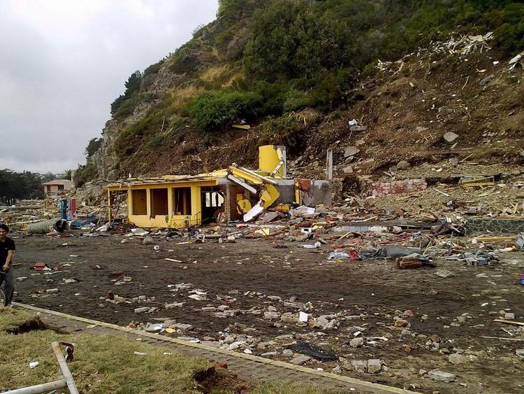 Costanera después del tsunami © Chris D. Gaete