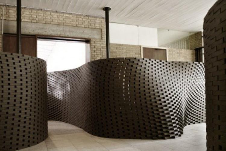 Un muro de ladrillo hecho por el robot de Gramazio & Kohler