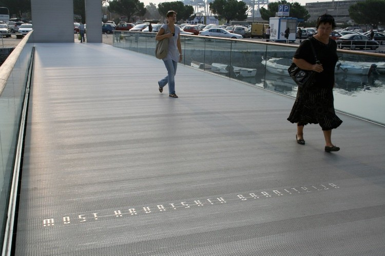 Puente memorial / 3HLD