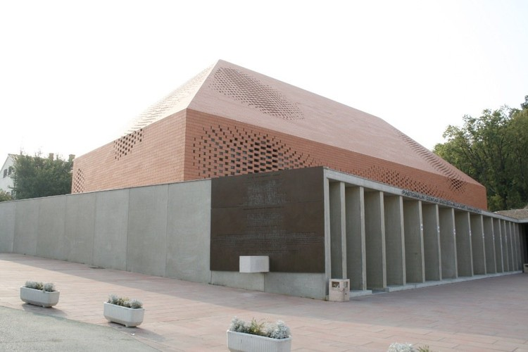 Capilla Juan Pablo II, Randic Turato