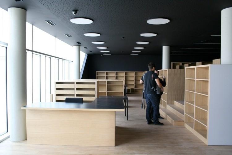 Biblioteca Centro Deportivo Zamet / 3LHD