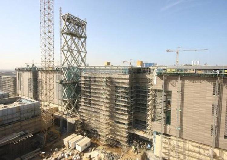 Construcción, laboratorios y Torre Solar