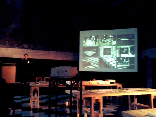 Rintala Eggertsson presentando su propuesta para Lebu