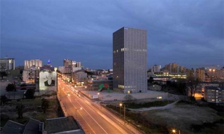 Burgos Tower by Eduardo Souto de Moura (2007) © Luis Ferreira Alves