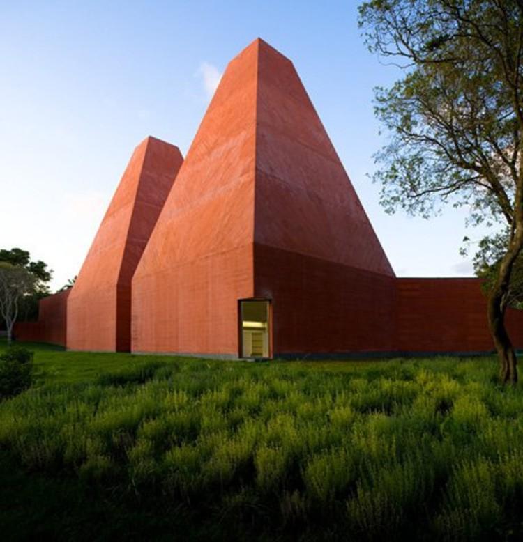 Museu Paula Rego, Casa das Histórias, Cascais, Portugal by Eduardo Souto de Moura © FG + SG Fernando Guerra