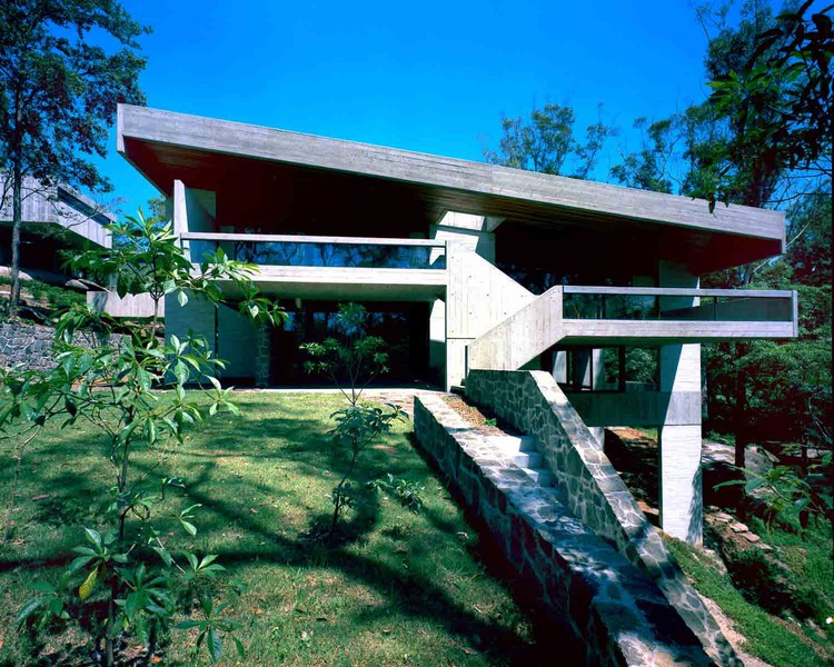 Harry and Penelope Seidler House, view from North, Killara, Sydney, 1966-67 © Max Dupain