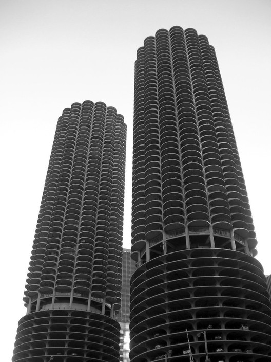 Marina City / Bertrand Goldberg © Flickr User: TRAFFIK [US]. Used under <a href='https://creativecommons.org/licenses/by-sa/2.0/'>Creative Commons</a>