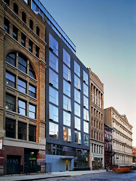 48 Bond Street, a ground-up luxury condominium building in Manhattan, was recently recognized with two design awards. The project received a Citation for Design from the NY State AIA as part of its 2012 Design Awards program; while the NY Chapter of the Society of American Registered Architects recognized the project's design with a 2012 Award of Excellence.