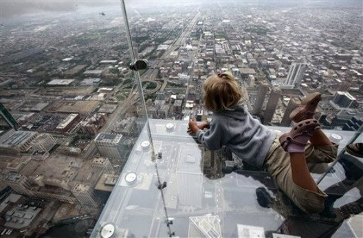 Sears Tower Glass Balcony / Jared Newman, DesignCrave.com