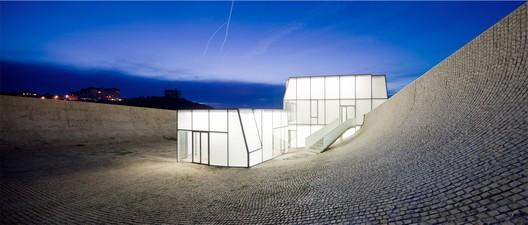 Cité de l'Océan et du Surf, Place de l'Ocean, public plaza with restaurant, Biarritz, France © Iwan Baan