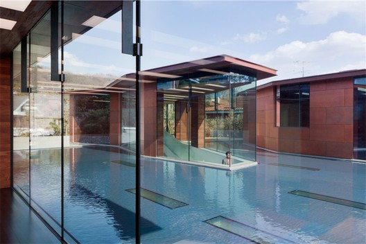 Daeyang Gallery and House, three pavilions separated by a sheet of water, Seoul, South Korea © Iwan Baan