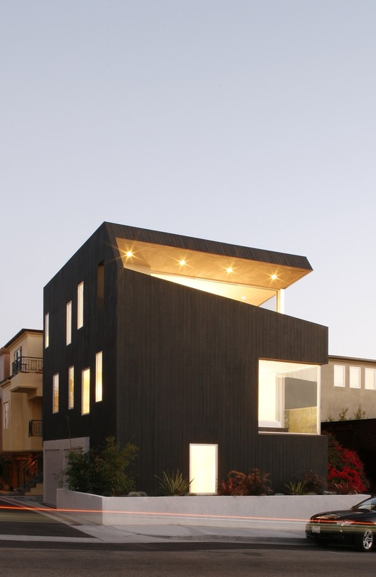 Surfhouse, Hermosa Beach / XTEN Architecture - Image courtesy of Art Gray.