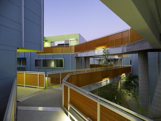 Tahiti Affordable Housing, Santa Monica / Daly Genik - Image courtesy of Tim Griffith Photography / Joshua White.